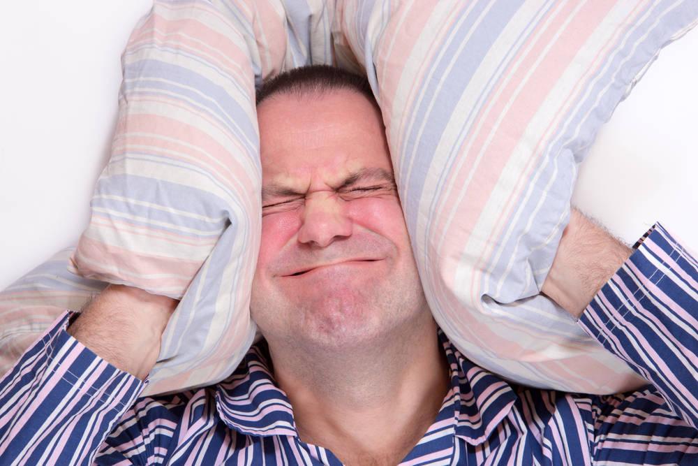 Qué hacer con los vecinos ruidosos durante el verano