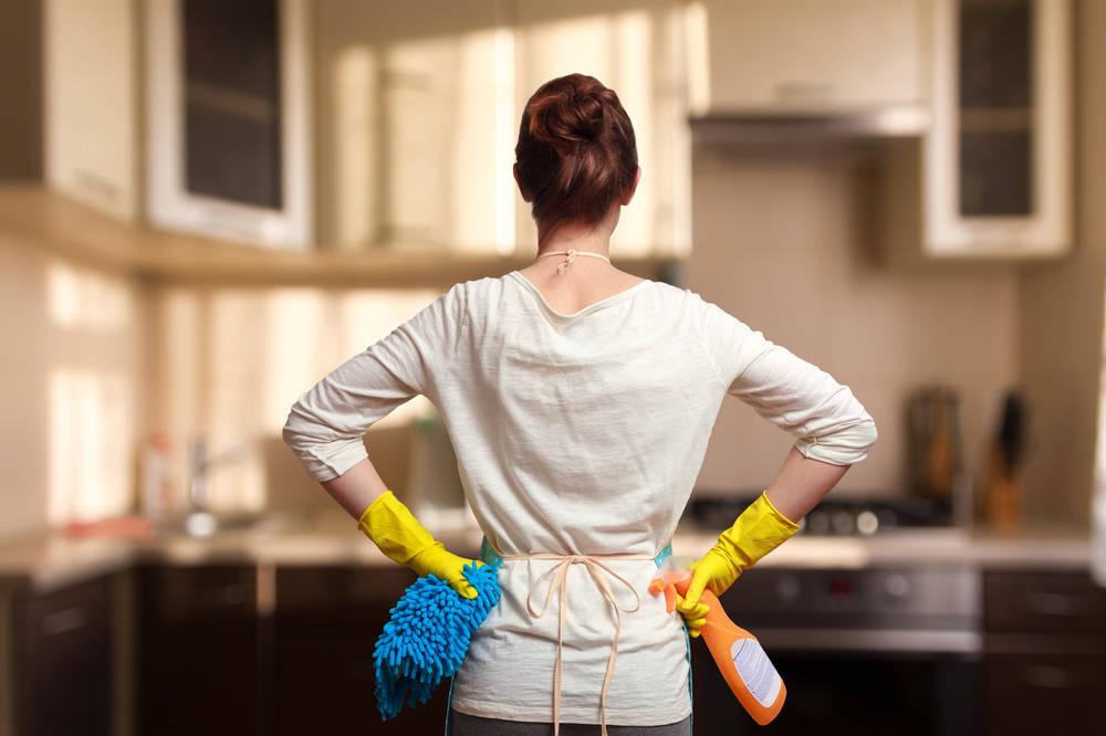 Por qué delegar la limpieza de casa y a quién